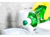 Cách tẩy làm sạch vết dầu mỡ trên quần áo