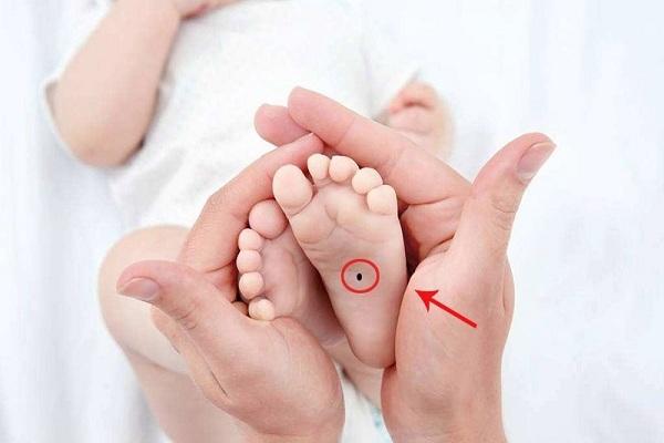 Nốt ruồi trong lòng bàn chân Trái - Phải ở phụ nữ con gái