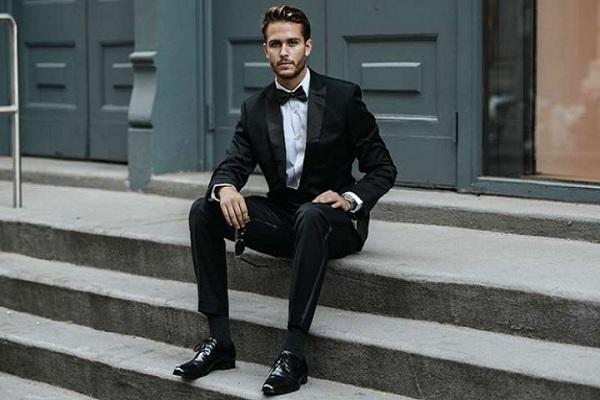 Giày đen nên mặc quần màu gì thì hợp