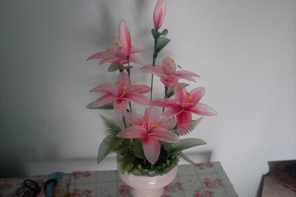 làm hoa bằng vải voan để bàn