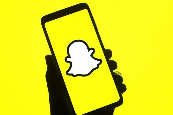 Cách ghép mặt vào ảnh người khác trên điện thoại bằng Snapchat