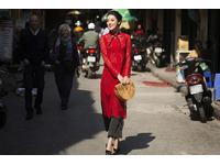 [Tư Vấn] Mặc áo dài nên phối với túi xách cặp ví cằm tay gì thì đẹp